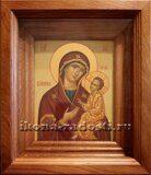 Икона Богородицы в киоте